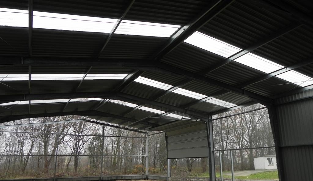 Budowa dachu stalowej hali rolniczej