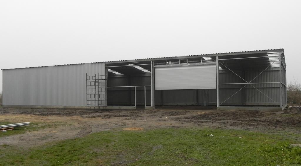 Budowa ścian i bramy wjazdowej do stalowej hali rolniczej
